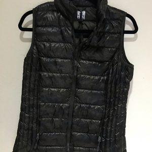 32 Degrees packable vest black camo Print